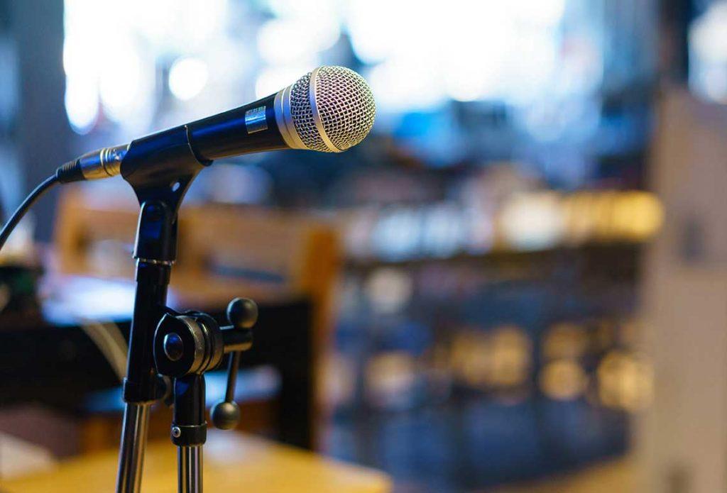 Lorraine_Microphone
